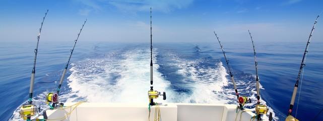 brod ribolov trolling panoramski štap i kolutovi plavo more