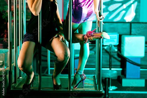 Fotografie, Obraz  Go-go-Tänzer in Disco oder Nachtclub