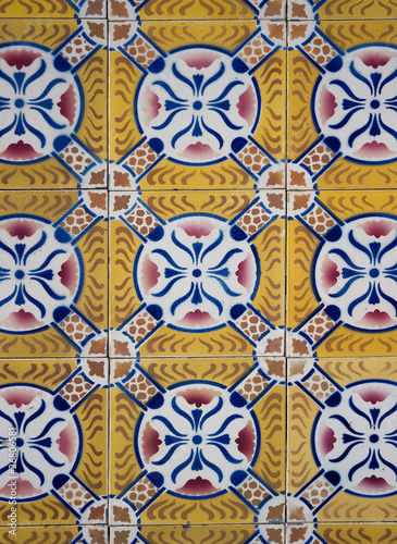 La pose en embrasure Tuiles Marocaines Ornamental old tiles