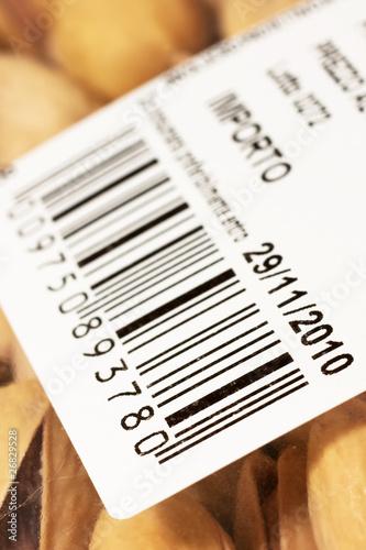Fotografía  codice a barre e data di scadenza