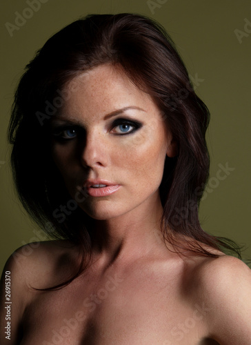 Fototapety, obrazy: portrait of a young brunette