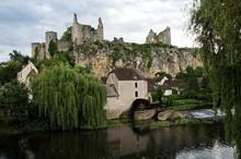 Ruines Du Château D'Angles Su...