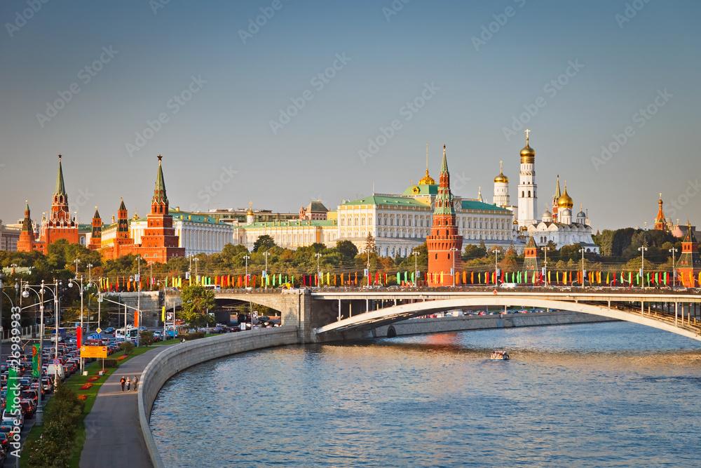 Moscow kremlin at sunset плакат