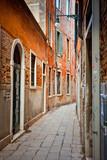 Wąska ulica w Wenecji - 26989953