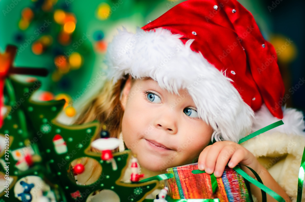 Foto-Doppelrollo - Happy small girl in santa hat have a christmas