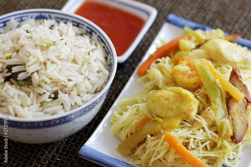 Photo  Singapore Noodles with Rice