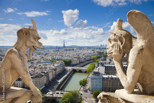 Papiers peints Paris Famous gargoyles of Notre Dame overlooking Paris (compos)