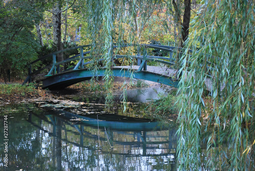 Foto  Bridge in Giverny, France where Monet painted his Water Lilies