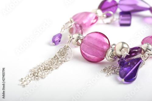 Fotografía  Bracelet on a white background
