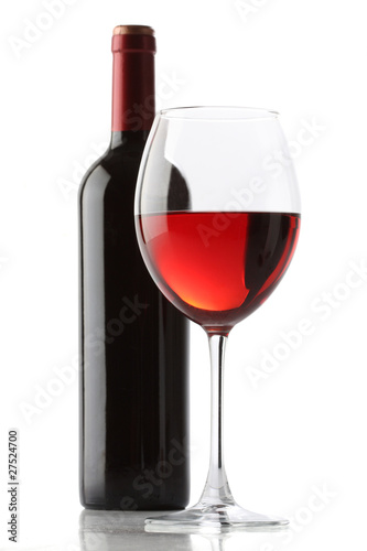 Fotografía  Glass of red wine and a bottle isolated over white background