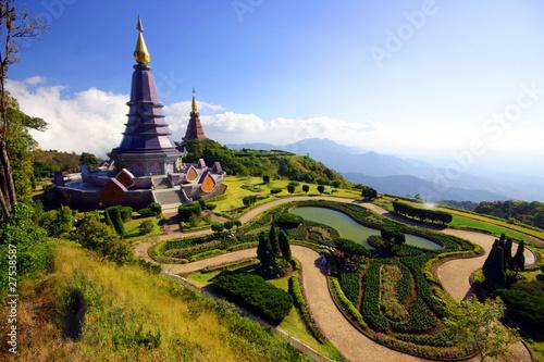 pagoda-na-szczytowej-intanon-gorze-chiangmai-tajlandia