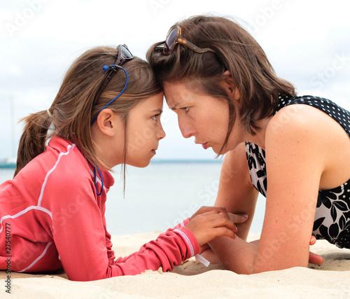 Photo rapports conflictuels entre mère et fille