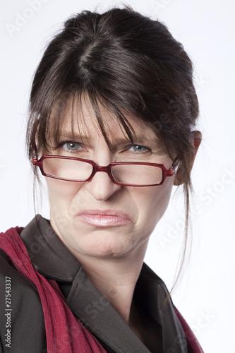 Photo femme d'affaires dégoutée méprisante