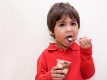 Bambino Mangia Cioccolato
