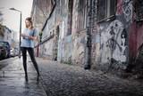 Fototapeta Młodzieżowe - Sending an sms