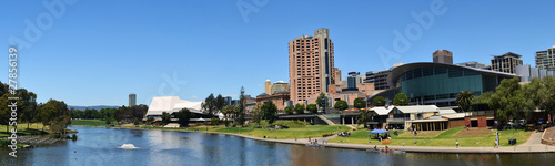 Valokuva  A panoramic view of the Adelaide skyline from the River Torrens.