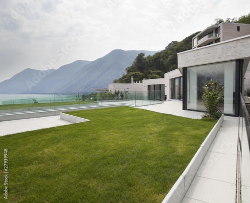 Architettura Moderna Esterno Casa Con Terrazza E Giardino