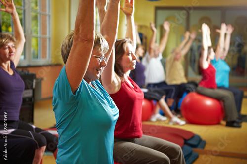Foto op Plexiglas Fitness Gemeinsame Fitnessübungen
