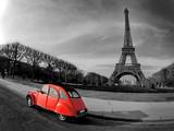 Fototapeta Paris - Tour Eiffel et voiture rouge- Paris
