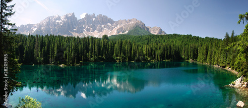 Photo sur Aluminium Reflexion Panoramica del Lago di Carezza
