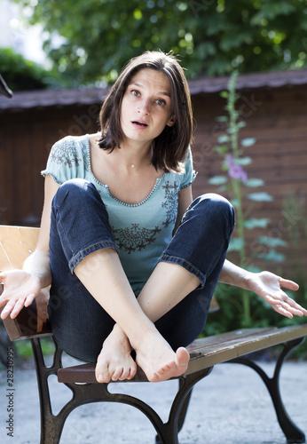Photo jeune femme désolée dépitée déçue