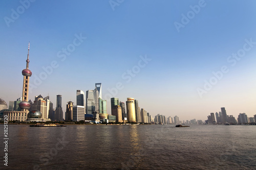 Shanghai, vue depuis le Bund sur le fleuve Huangpu Wallpaper Mural