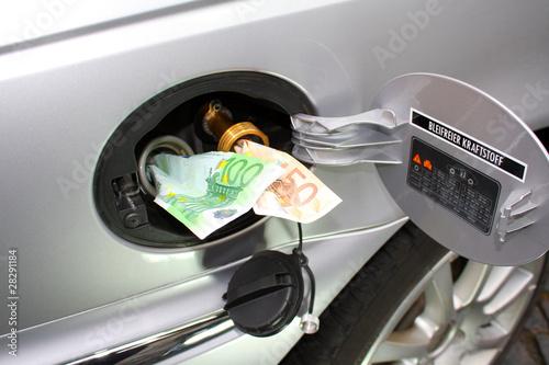 Fotografie, Obraz  Super Benzin im Vergleich zu Autogas