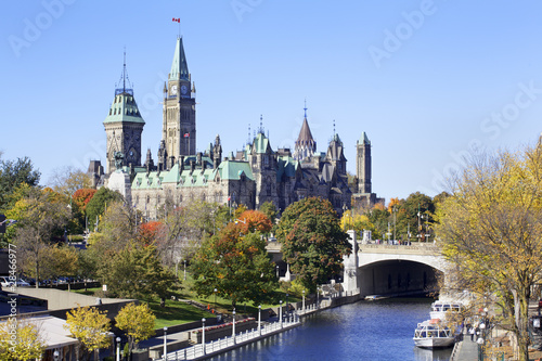 Foto auf Gartenposter Kanada The Parliament of Canada and Rideau Canal, Ottawa