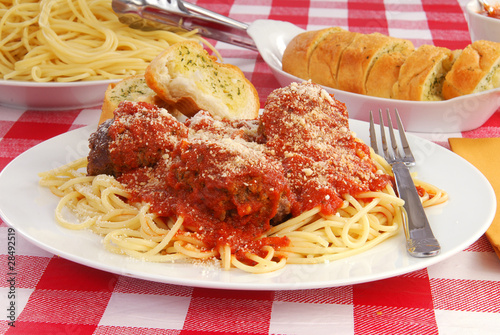 Fotografie, Obraz  Spaghetti and garlic toast