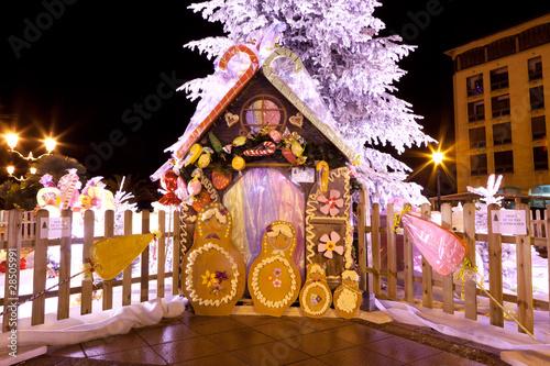 Fotografie, Obraz  Maison en pain d'épice et sapin de Noël