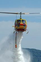 Hélicoptère Bombardier D'eau...