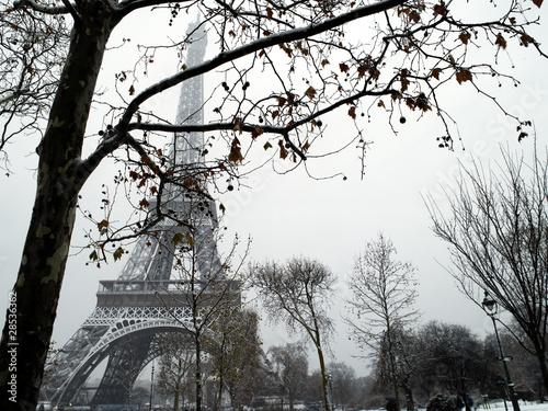 francja-paryz-trocadero-pod-sniegiem