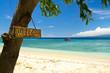 Willkommen Schild am Strand und Meer auf Insel, Gili Islands