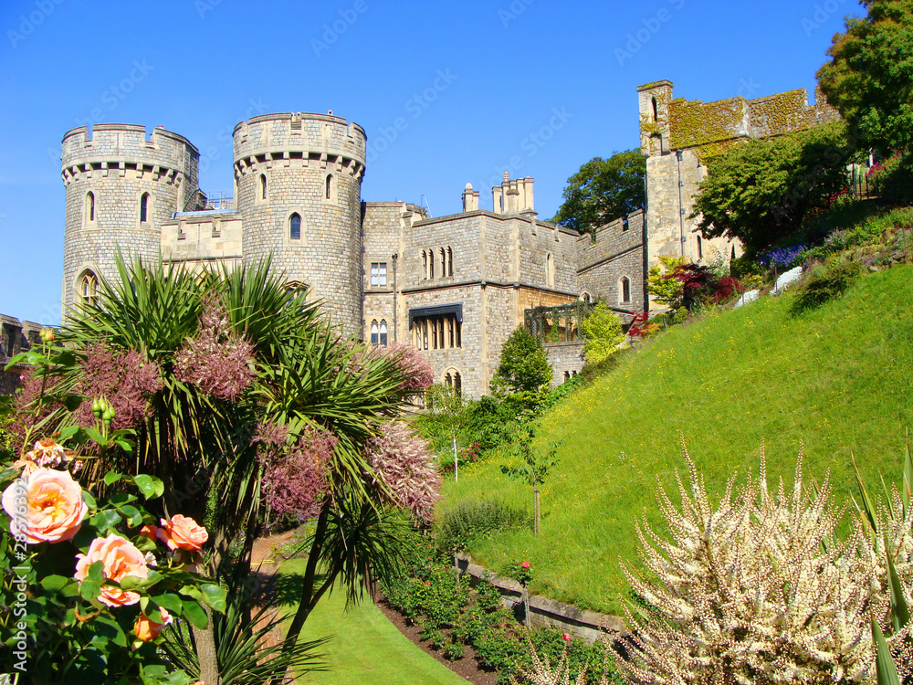 Photo & Art Print Windsor Castle and its gardens | EuroPosters