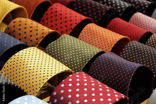 Photo display with dotted ties