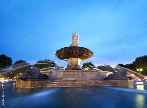 Photo sur Toile Fontaine Nightshot of La Rotonde fountain - The central roundabout in Aix