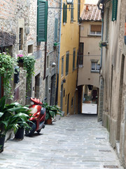 Fototapeta A street in Cortona, the Tuscan town of Etruscan origin