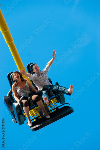 Foto  Couple riding on the attraction