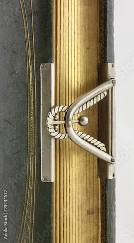 Obraz książka z ozdobnym zamknięciem - fototapety do salonu