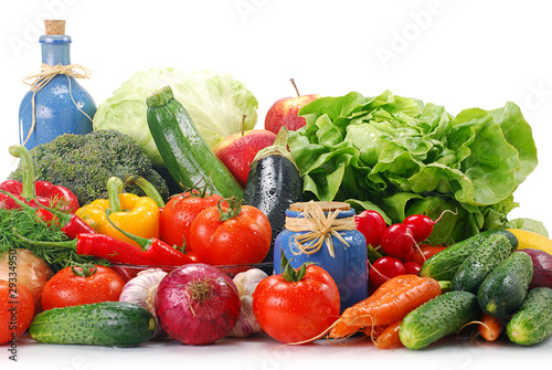 Composition with variety of raw vegetables © monticellllo