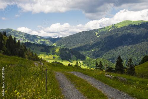 Fototapeten Natur Mountain path over the Alps