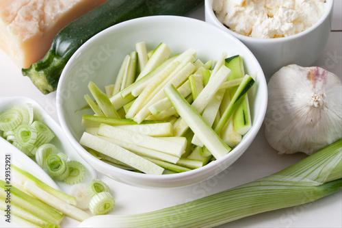 Zutaten für eine Zucchini Sauce #29352921