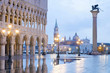 Venedig Markusplatz beleuchtet