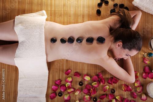 Fototapety, obrazy: Frau entspannt bei Wellness