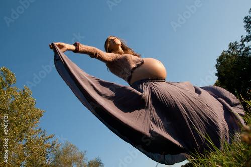 Obraz Standing pregnant - fototapety do salonu
