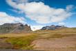 Paesaggio in Islanda con ghiacciaio sullo sfondo