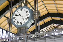 Alte Uhr Im Bahnhof