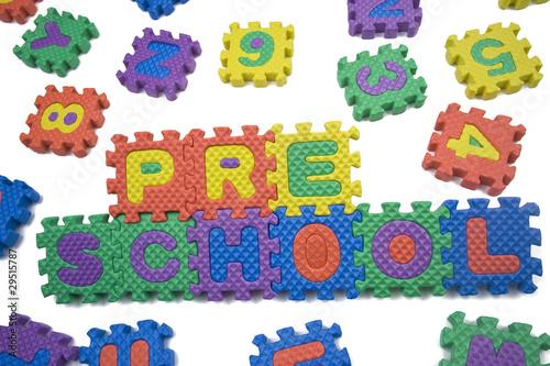 Staande foto Hoogte schaal Preschool letters