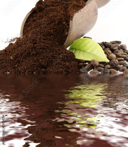 Poster Coffee bar café moulu, feuille et grains de café