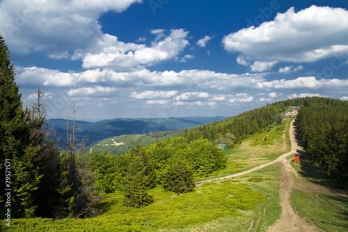 Widok z góry Klimczok. Beskidy latem